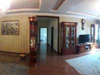 5-комнатная квартира, 230 м², 1/3 этаж помесячно