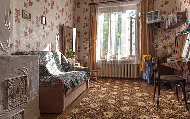 2-комнатная квартира, 44 м², 5/5 этаж, Майлина за 5.8 млн 〒 в Караганде, Октябрьский р-н