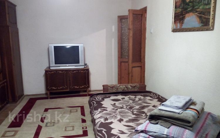 1-комнатная квартира, 45 м², 4/9 этаж посуточно, Евразия 104/1 — Петровского за 5 000 〒 в Уральске