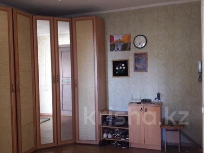 3-комнатная квартира, 68 м², 6/9 эт., ул. Крылова 46 за 16 млн ₸ в Караганде, Казыбек би р-н — фото 2
