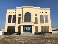 Здание, площадью 1296 м²