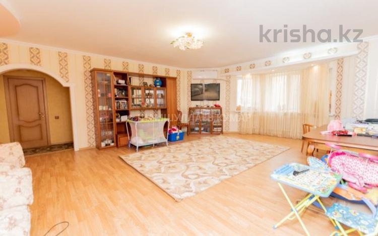 3-комнатная квартира, 109 м², Кенесары 61/1 за 38 млн 〒 в Нур-Султане (Астана), р-н Байконур
