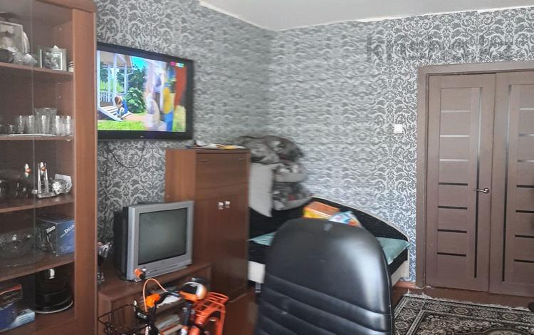 2-комнатная квартира, 53 м², 1/5 этаж, 22 микрорайон 32 за 7.5 млн 〒 в Караганде, Октябрьский р-н