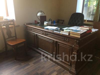 10-комнатный дом, 400 м², 6 сот., Дулатова 126 за 150 млн ₸ в Семее — фото 6