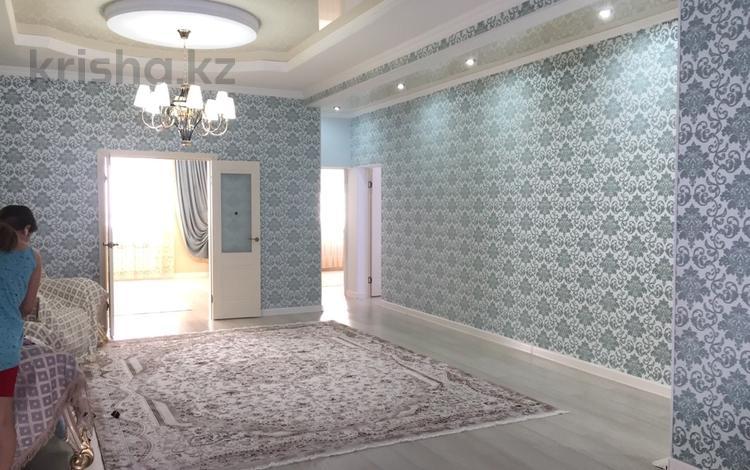 5-комнатный дом, 251 м², 9 сот., мкр Самал — 8 улица за 42 млн 〒 в Атырау, мкр Самал