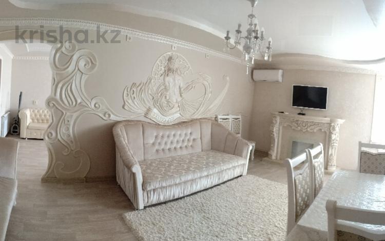 3-комнатная квартира, 80 м², 3/5 эт. посуточно, Абая — Есенова за 20 000 ₸ в