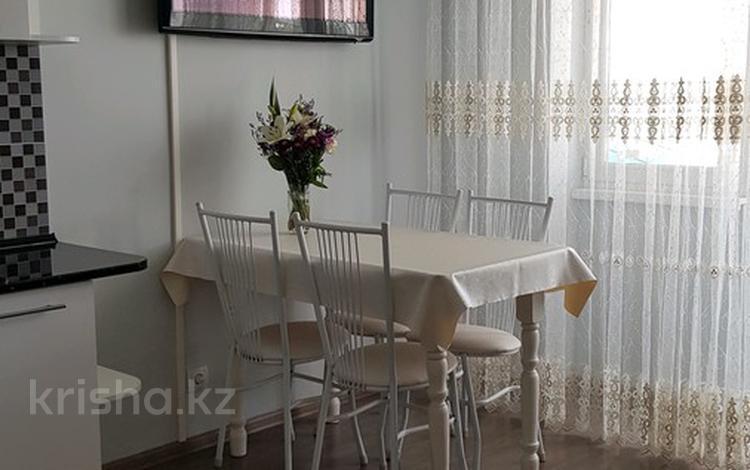 2-комнатная квартира, 55 м², 11/16 этаж посуточно, Навои за 13 000 〒 в Алматы, Бостандыкский р-н
