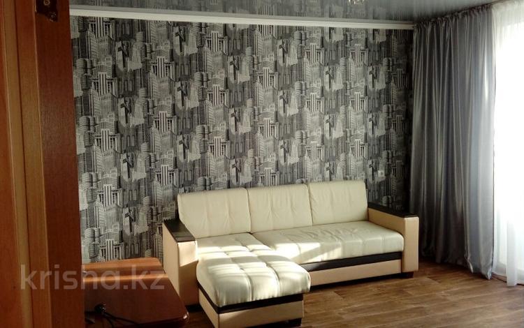 3-комнатная квартира, 64 м², Голубые Пруды 4 за 15.3 млн 〒 в Караганде, Октябрьский р-н