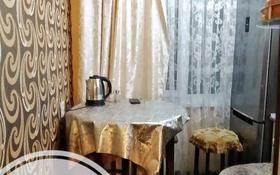 1-комнатная квартира, 30 м², 2/5 этаж по часам, Бауыржан Момышулы 38 — Ауезова за 500 〒 в Экибастузе