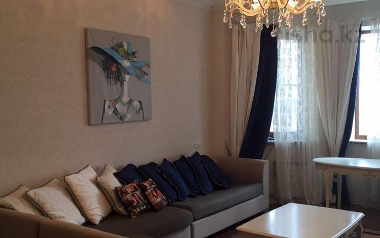 1-комнатная квартира, 48 м², 2/12 этаж посуточно, Сауран 3/1 — Сыганак за 6 000 〒 в Нур-Султане (Астана), Есильский р-н