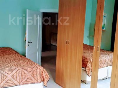5-комнатный дом помесячно, 300 м², 10 сот., мкр Баганашыл за 400 000 〒 в Алматы, Бостандыкский р-н — фото 15