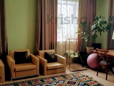 5-комнатный дом помесячно, 300 м², 10 сот., мкр Баганашыл за 400 000 〒 в Алматы, Бостандыкский р-н