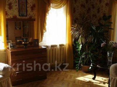4-комнатный дом, 90 м², 4 сот., 1-й переулок Амангельды — Таштитова за 16 млн 〒 в Петропавловске — фото 3