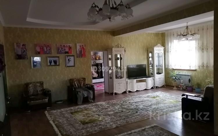 6-комнатный дом, 400 м², 16 сот., Жумадилова за 48 млн 〒 в Таразе