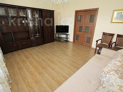 2-комнатная квартира, 65 м², 10/12 этаж посуточно, мкр Самал-2 78 за 12 000 〒 в Алматы, Медеуский р-н
