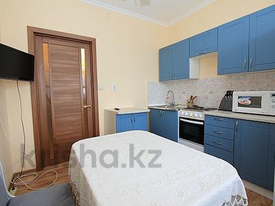 2-комнатная квартира, 65 м², 10/12 этаж посуточно, мкр Самал-2 78 за 12 000 〒 в Алматы, Медеуский р-н — фото 9