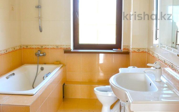 8-комнатный дом помесячно, 420 м², 12 сот., Самал за 320 000 〒 в Кыргауылдах