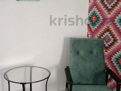 1-комнатная квартира, 45 м², 1/5 этаж посуточно, Мустафа Шокая за 5 000 〒 в Актобе, мкр. Батыс-2 — фото 2