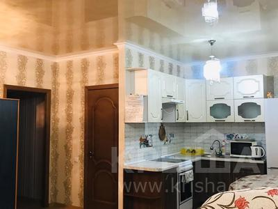1-комнатная квартира, 36 м², 3/9 этаж посуточно, Керей Жанибек Хандар 9 — улица Алматы за 6 000 〒 в Нур-Султане (Астана), Есильский р-н