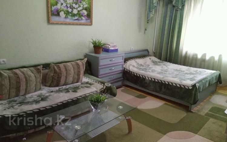 1-комнатная квартира, 42 м² по часам, Панфилова — Макатаева за 1 000 ₸ в Алматы, Алмалинский р-н