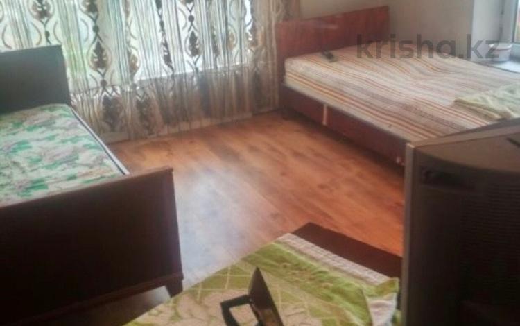 4 комнаты, 11 м², Абылай хана 19 — Хаджимукана за 40 000 〒 в Нур-Султане (Астана), Алматинский р-н