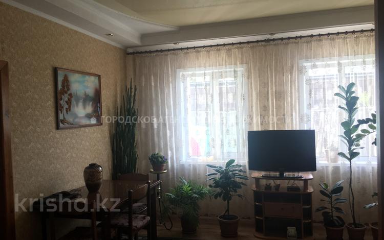 4-комнатный дом, 110 м², 10 сот., Гвардейская — Кузембаева за 11.5 млн ₸ в Караганде, Октябрьский р-н
