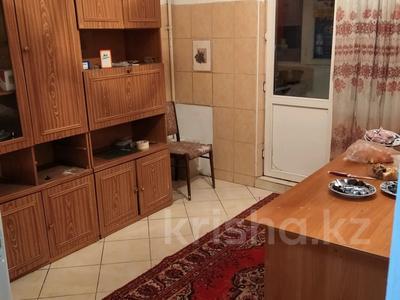 2-комнатная квартира, 54 м², 2/9 этаж помесячно, мкр Аксай-1А за 100 000 〒 в Алматы, Ауэзовский р-н