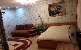 1-комнатная квартира, 33 м², 4/5 этаж посуточно, проспект Нуркена Абдирова 44/1 за 5 000 〒 в Караганде, Казыбек би р-н