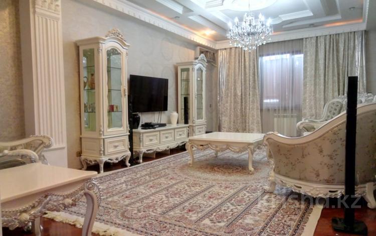 2-комнатная квартира, 80 м², 7/9 этаж помесячно, Шокана Валиханова 19 — Махамбета Утемисова за 250 000 〒 в Атырау