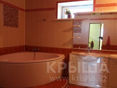 8-комнатный дом, 300 м², 10 сот., Сельмаш 52 за 54.5 млн ₸ в Актобе — фото 13