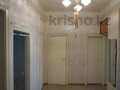 3-комнатная квартира, 62 м², 1/3 эт., Ермекова 50 за 13.5 млн ₸ в Караганде, Казыбек би р-н — фото 4
