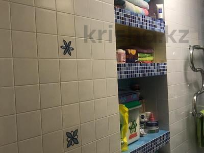 3-комнатная квартира, 62 м², 5/5 эт., Кривогуза 17 — Чкалова за 16 млн ₸ в Караганде, Казыбек би р-н — фото 10