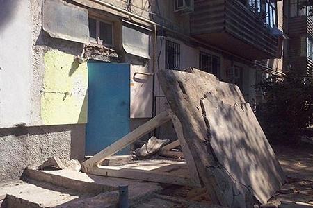 Новости: В Караганде ребёнка придавило бетонной плитой