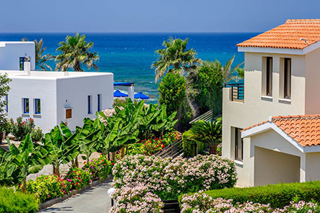 Новости: Кипрские банки выставили напродажу тысячи домов, квартир иучастков