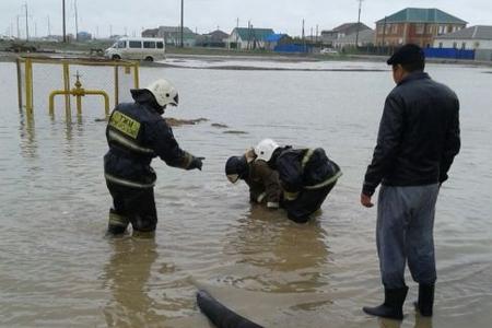 Новости: В Атырау затопило частный сектор