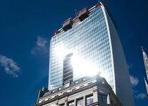 Новости: В Лондоне из-за небоскрёба пострадал Jaguar XJ