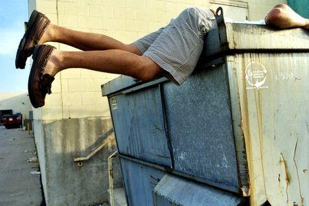 Новости: Променял особняк на мусорный бак
