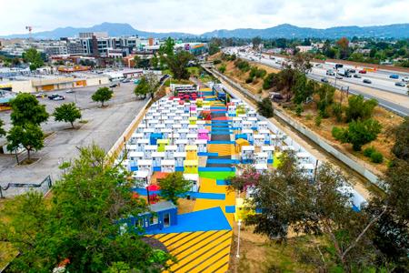 Новости: ВЛос-Анджелесе построили яркие микродома для бездомных