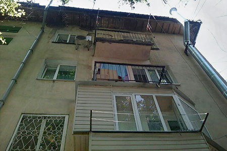 Новости: В домах Алматы и Астаны едва не сгорели балконы