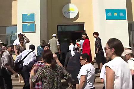 Новости: Ипотечники требуют отправительстваРК списать долги попроблемным кредитам
