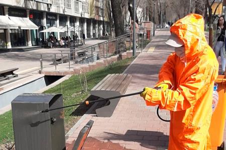 Новости: ВАлматы начали обработку улиц, остановок идетских площадок