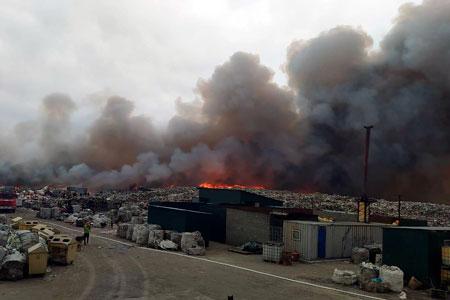Новости: Пожар намусорном полигоне вАлматинской области тушат свертолёта