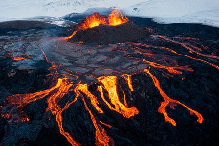 Новости: ВИсландии продают участок сдействующим вулканом