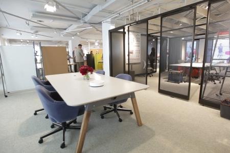 Новости: Вибрирующий стол идругие новинки интерьера представлены навыставке вСША