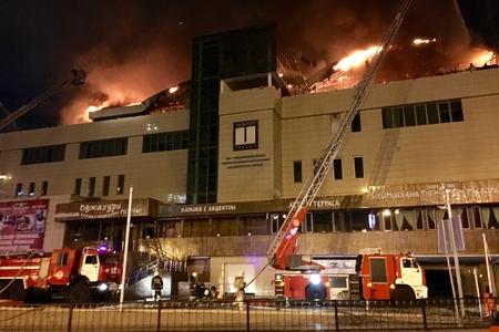 Новости: В центре Алматы горит кровля кинотеатра