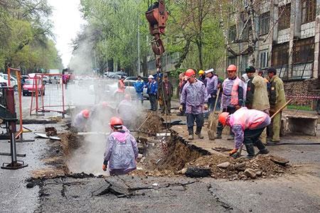 Новости: Порыв тепломагистрали в Алматы: четыре человека пострадали