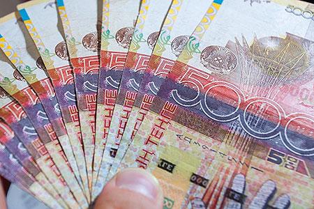 Новости: Три банкноты тенге станут недействительными дляплатежей в РК