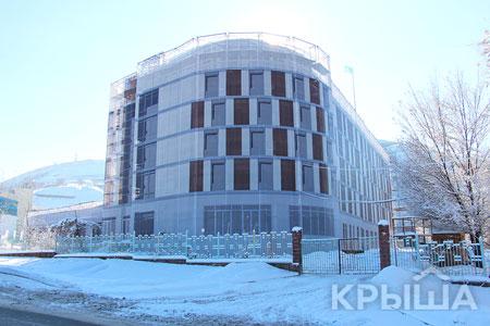 Новости: Недостроенное здание вАлматы «достроили», нарисовав окнаидвери