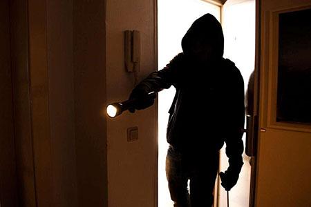 Новости: В Алматы разыскивают квартирных воров