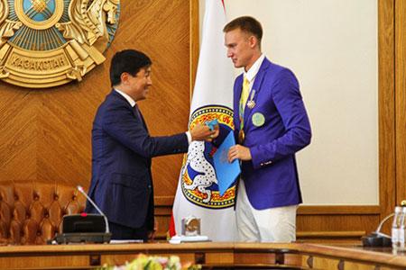 Новости: Олимпийцам Баландину иШакимовой подарили квартиры вАлматы